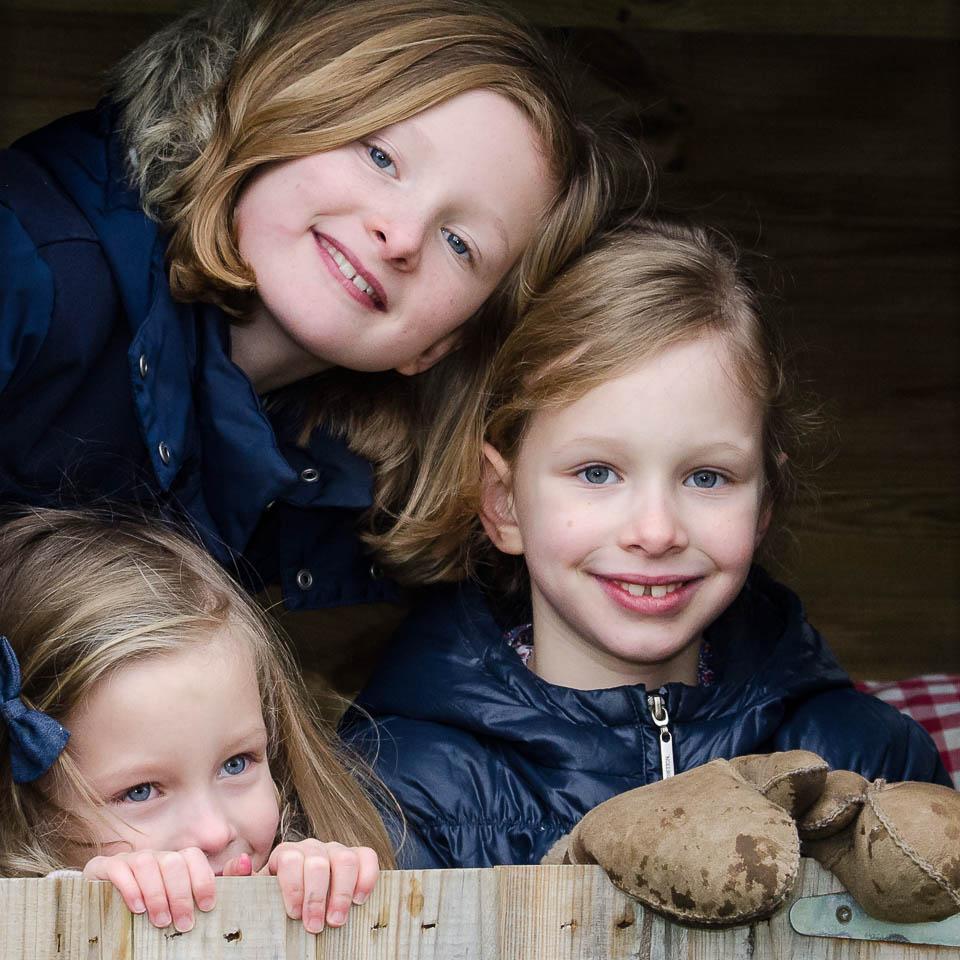 Kinderfotografie in der Schweiz drei Schwestern