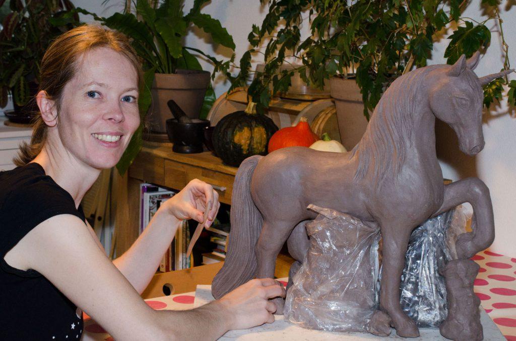 Keramikpferd eines Einhorns